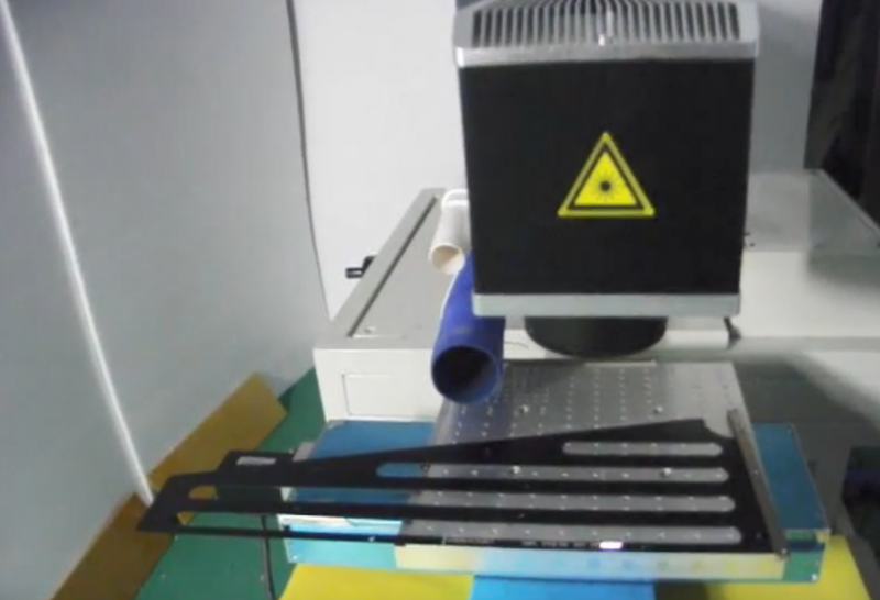 Large format fiber laser marking combines marker with motion table